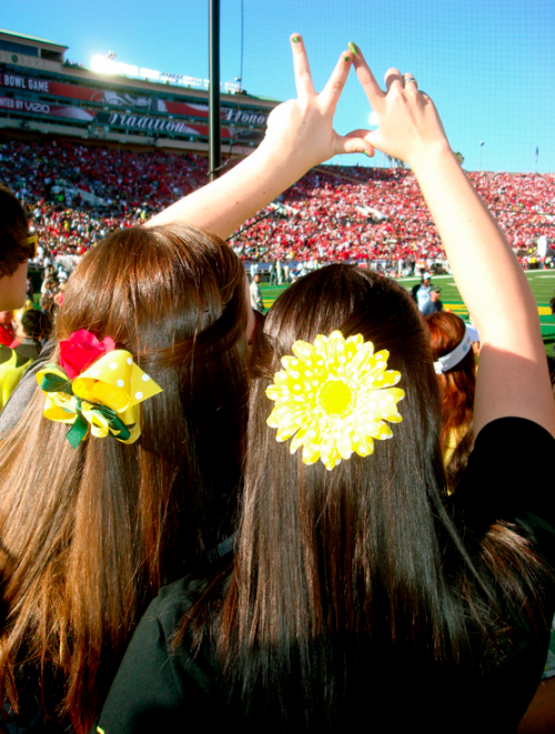 How PAC-12 girls do Bowl Week. Getting crafty while watching our team win. TSM.