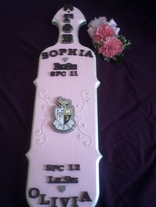 All three of my favorite things: Paddle, Pearls, and Pink. TSM.