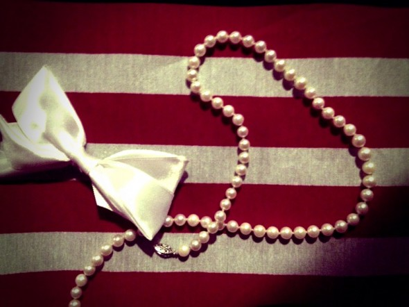 Bows and pearls make American girls. TSM.