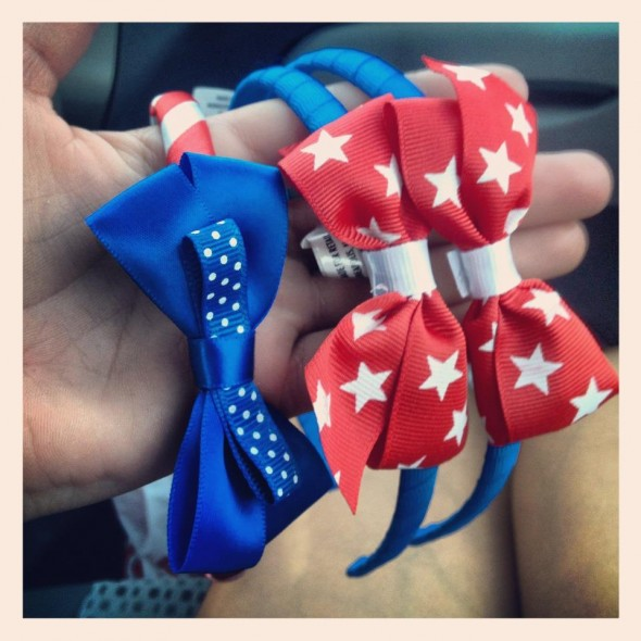 Matching Fourth of July bows for my twins. TSM.