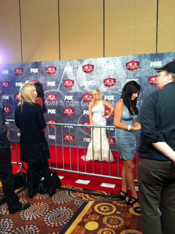 A Zeta from Texas, on the red carpet of a country award show! TSM.