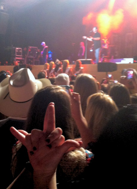 At a Blake Shelton concert? Throw what you know! Anchors for life. TSM.