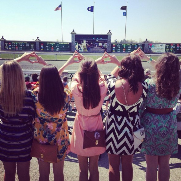 Kentucky Alpha Gams throw what ya know at Keenland opening day. TSM.
