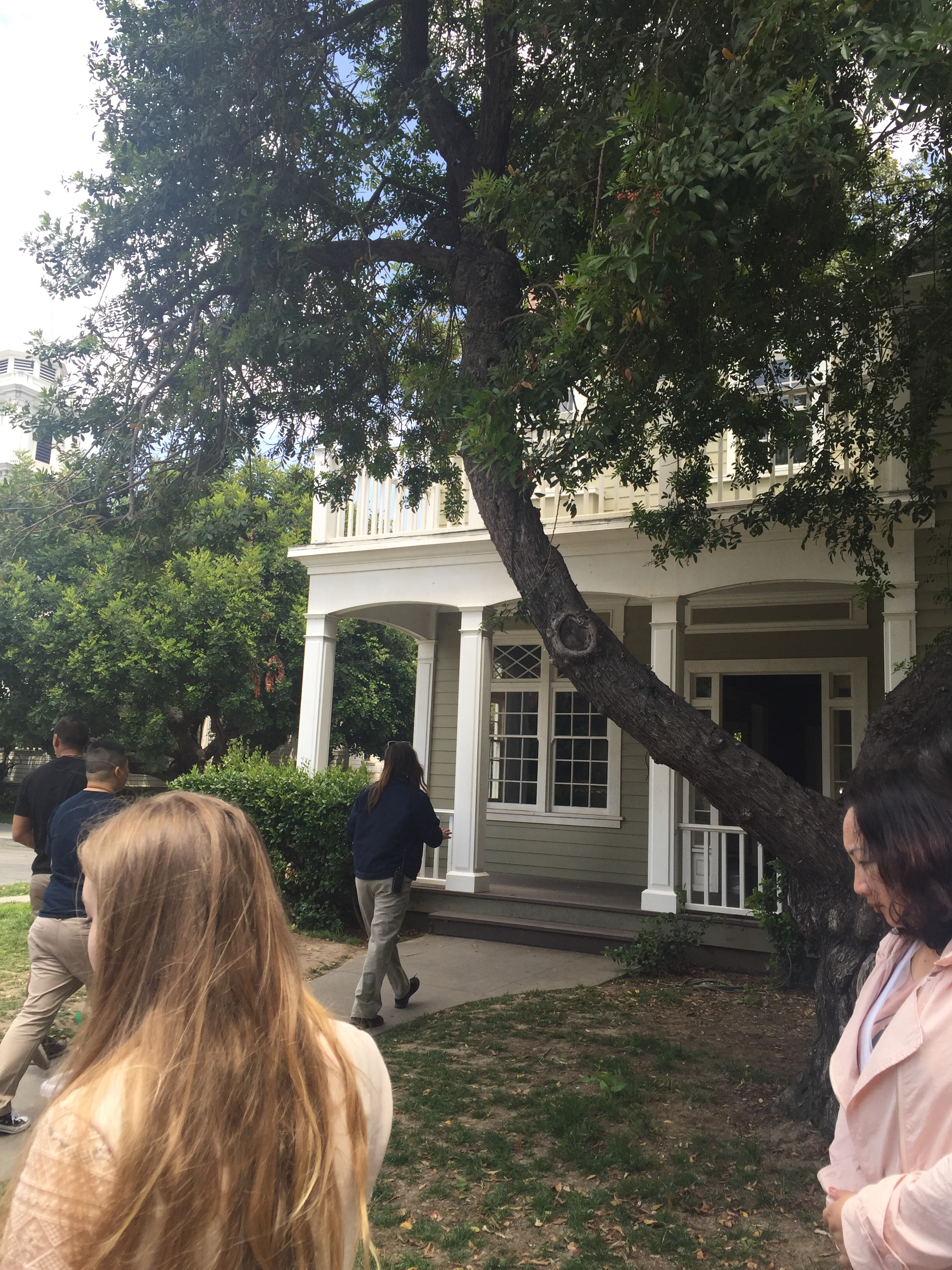 Gilmore Girls House total sorority move | a behind-the-scenes look at the set of