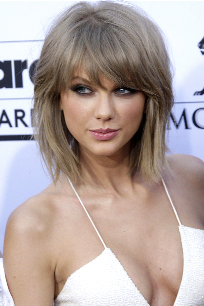 Taylor Swift Missed The VMAs b Because She Had Jury Duty