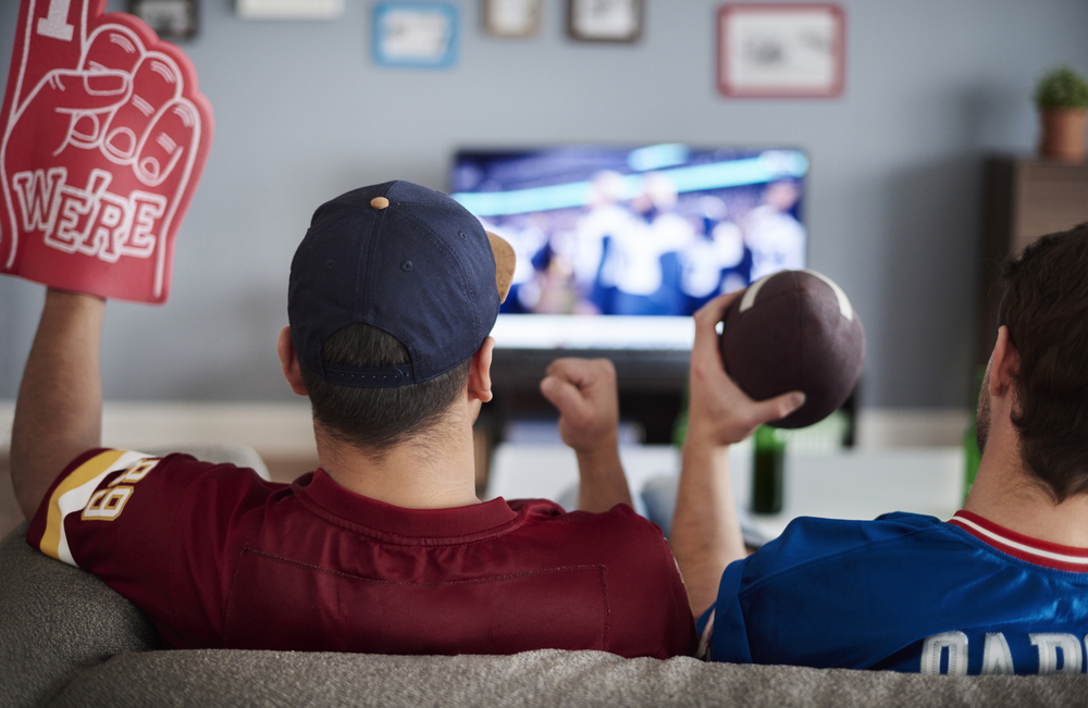 How To Survive Your Manfriend Not Paying Any Attention To You On Super Bowl Sunday
