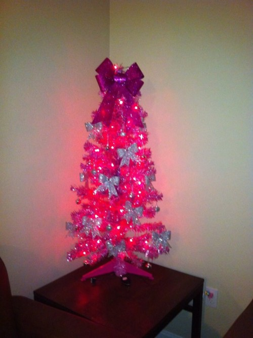 Pink Christmas tree with BOWS! TSM.