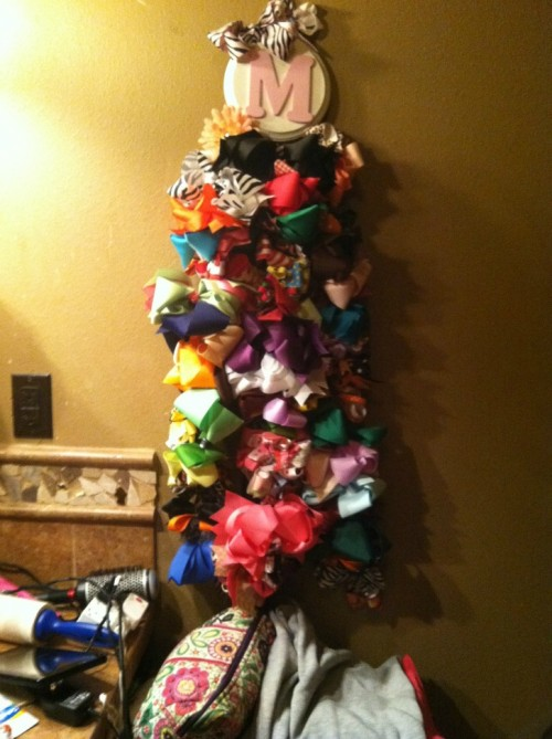 A girl can never have too many bows. TSM.