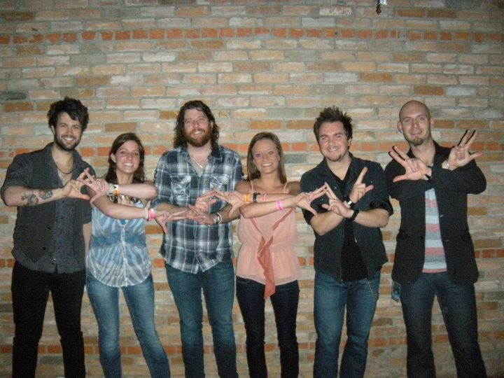 Eli Young Band throwing what they know. TSM.