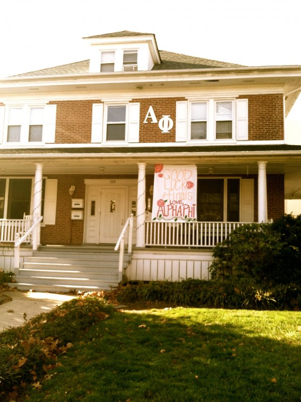 An Alpha Phi banner wishing everyone luck on final exams wouldn't be complete without some Lilly Pulitzer roses added to it, now would it? TSM.