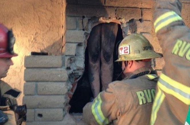 Crazy Lady Gets Naked And Climbs Down Ex-Boyfriend's Chimney
