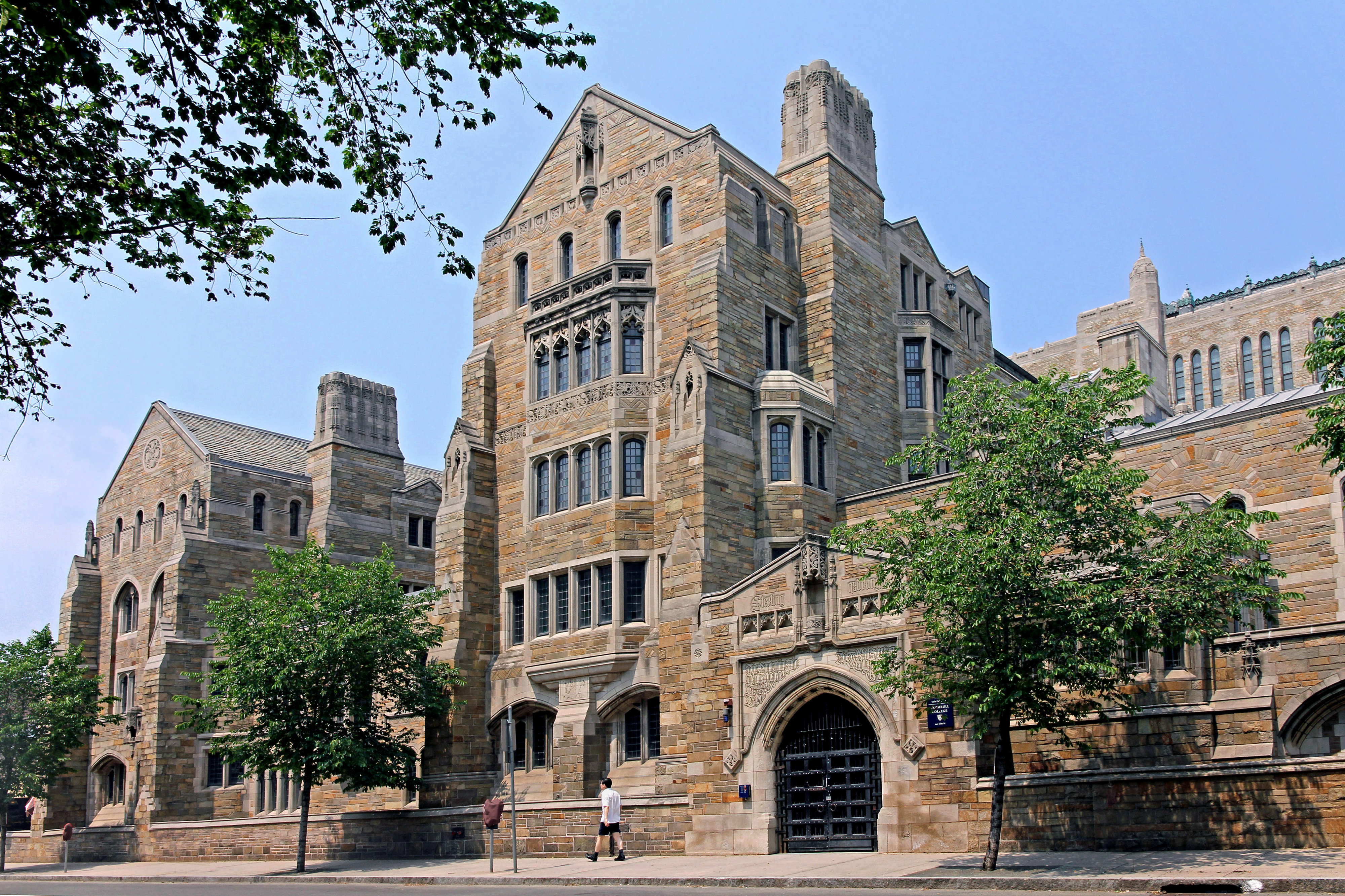 "SAE At Yale Allegedly Hosted A ""White Girls Only"" Party"