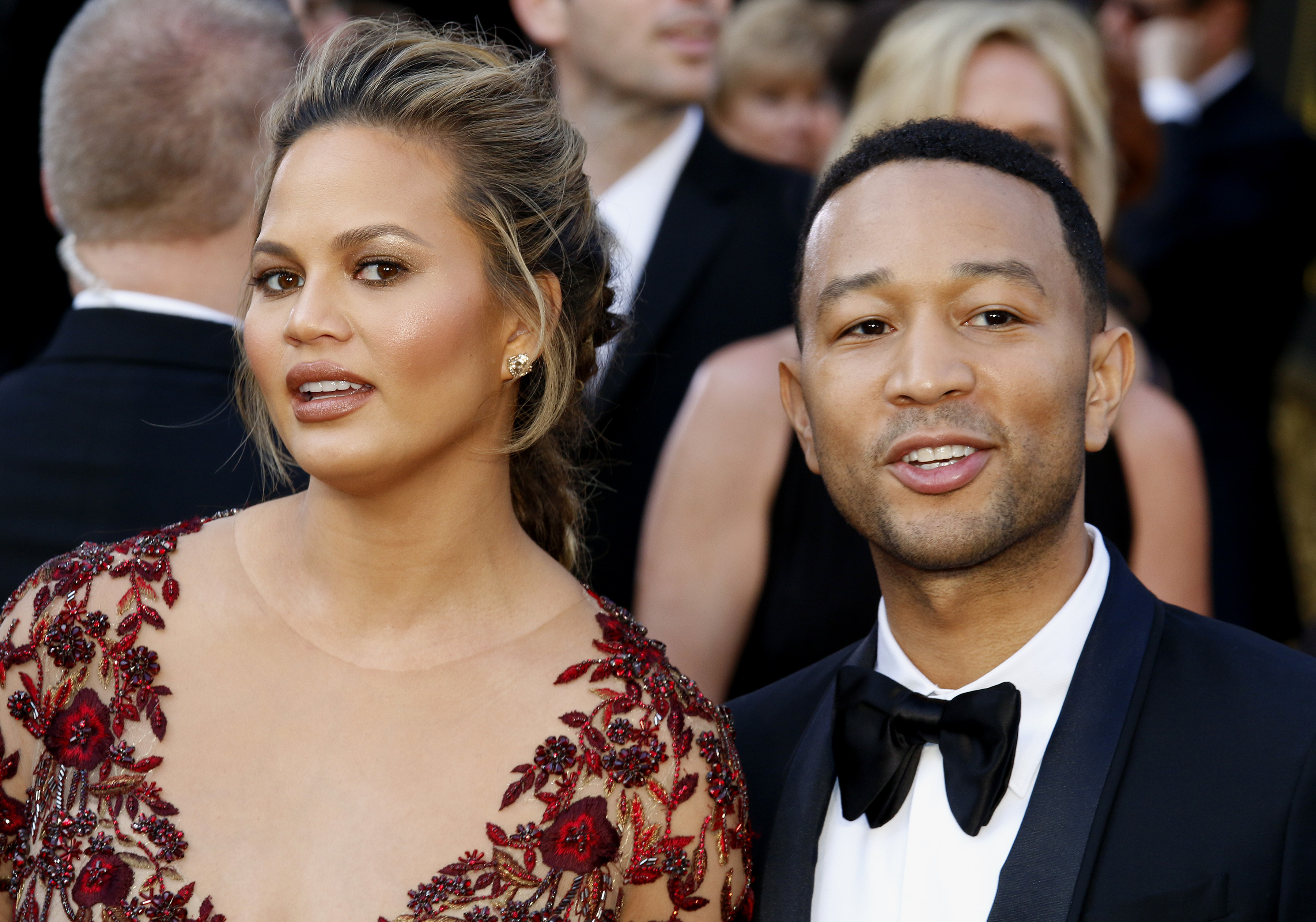We Finally Have Pics Of Chrissy Teigen's Baby