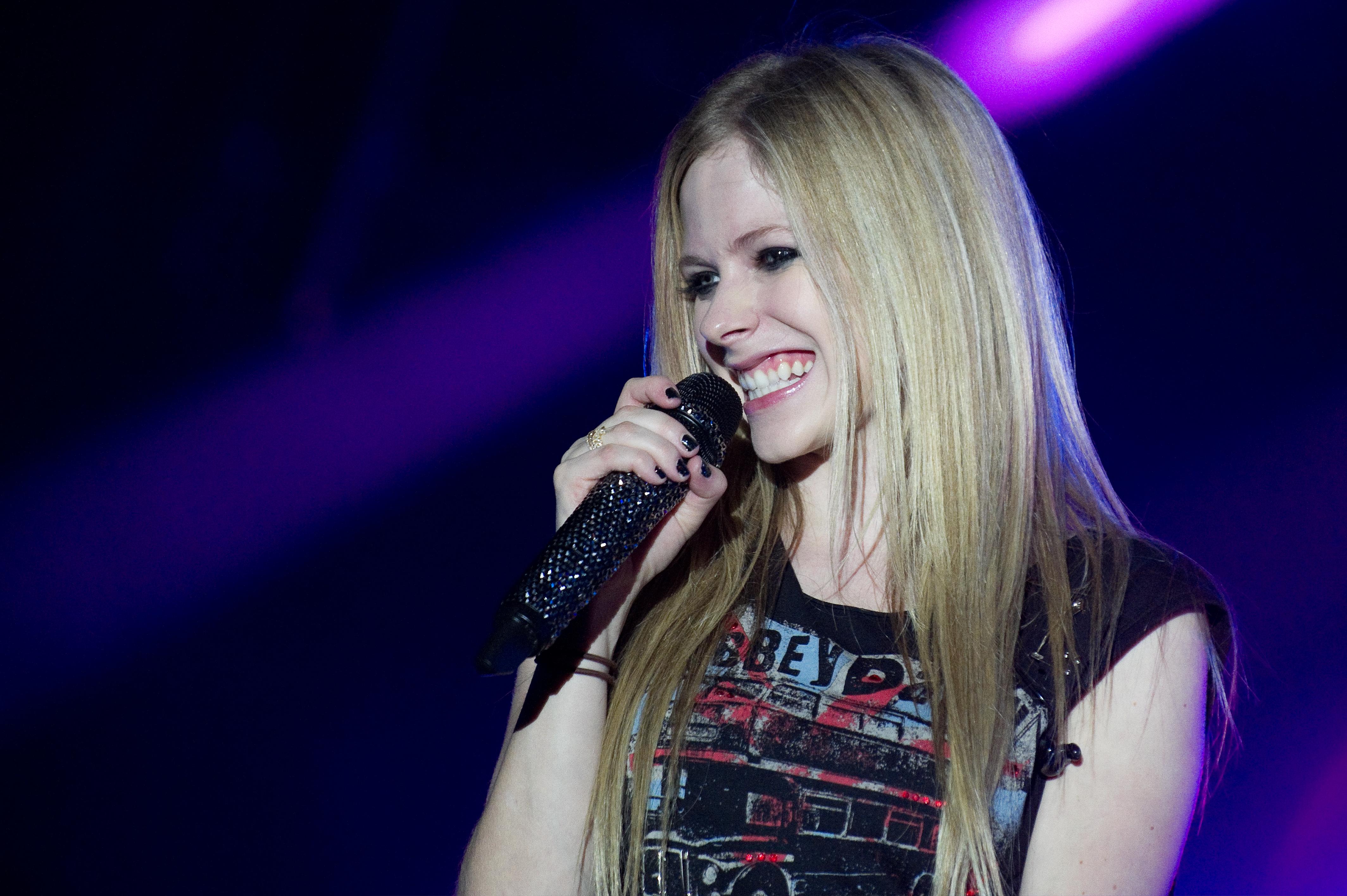 Avril Lavigne Starts Social Media Beef With Mark Zuckerberg To Defend Nickelback